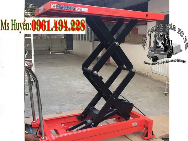 Xe nâng mặt bàn 800 kg cao 1m5 mới