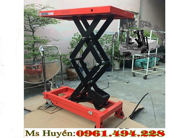 Xe nâng mặt bàn 800 kg cao 1m5